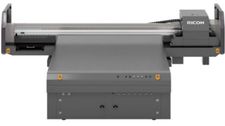 The new RICOH Pro T7210 offers customers the ability to handle diverse materials of varied thicknesses, helping them to further broaden their revenue streams.