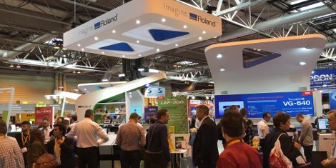 TheRoland DG stand was busy throughout Sign & Digital UK 2016