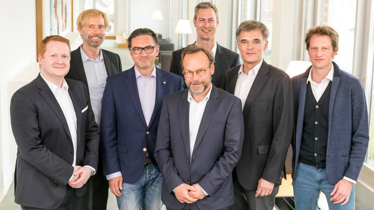 Durst and Koenig & Bauer sign joint venture agreement for digital packaging printing systems.