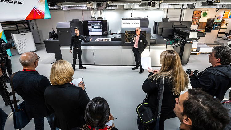 Fujifilm demonstrates business growth opportunities through live showcase of the new Jet Press 750S.