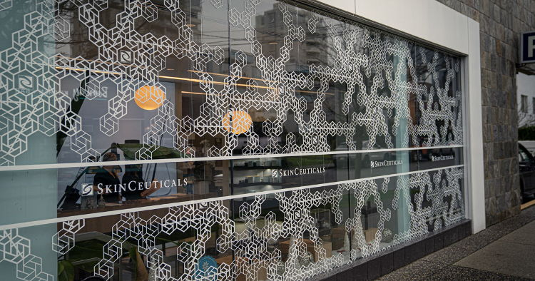 Premier Graphics used Drytac's ViziPrint Impress Clear to produce festive window graphics for skincare specialist Project Skin MD.