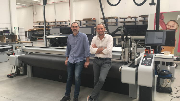 In the past two years, Italian company Masserdotti has invested twice in Zünd cutting technology: CEO Alberto Masserdotti (r.) with Production Manager Federico Messali.
