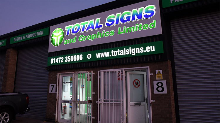 total signs and graphics 002