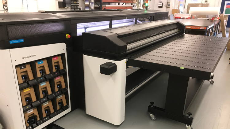Discount Displays counts savings of replacing two printers with 'game-changer' HP Latex R2000 Plus.