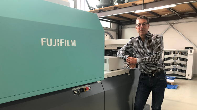 KL Druck invests in a Fujifilm Jet Press 720S to meet changing PoS requirements.