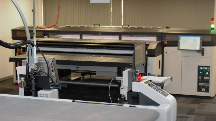 Zünd UK installs HP Latex R2000 to showcase superior print and cut workflow.
