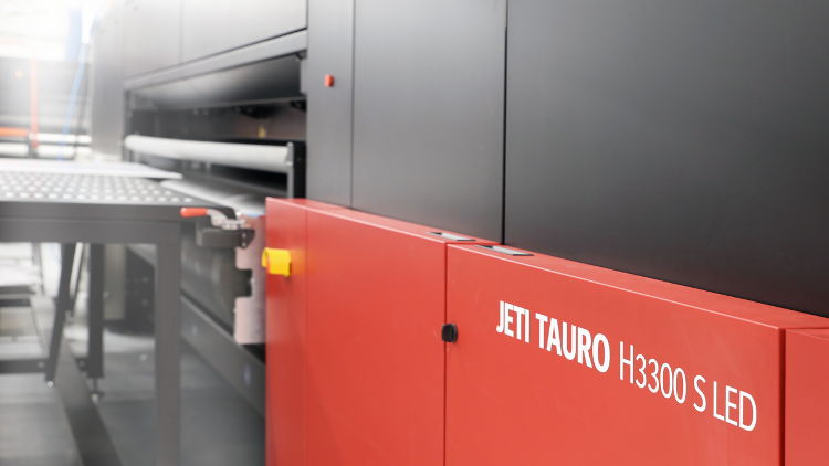 Agfa has added a new model to its Jeti Tauro large-format inkjet printer family. The Jeti Tauro H3300 S LED offers an attractive growth path for sign & display printing companies.