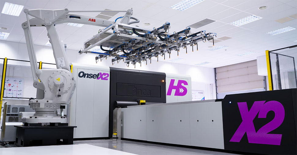 Major French POS print service provider switched one of its two Onset X2 printers for a new six colour Onset X2 HS in order to take advantage of the extra speed and higher levels of automation available.