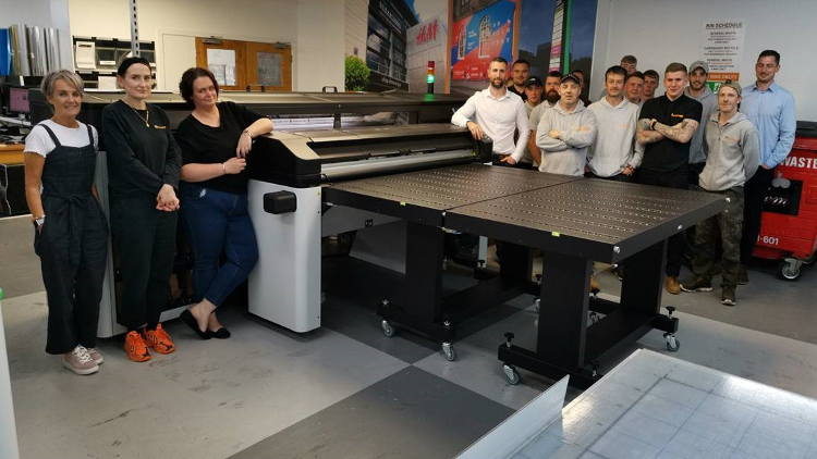 Specialized Signs plans continued growth with hybrid HP Latex R1000.