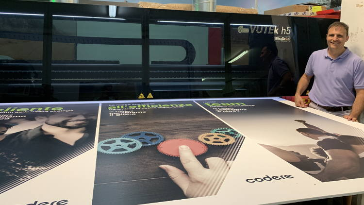 Open Print drives productivity in retail display graphics with EFI VUTEk h5 hybrid printer.