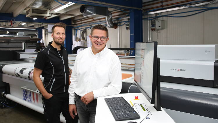 Stiefel Digitalprint GmbH in Lenting near Munich recently became the first customer to begin operating a Karibu roll to roll printer.