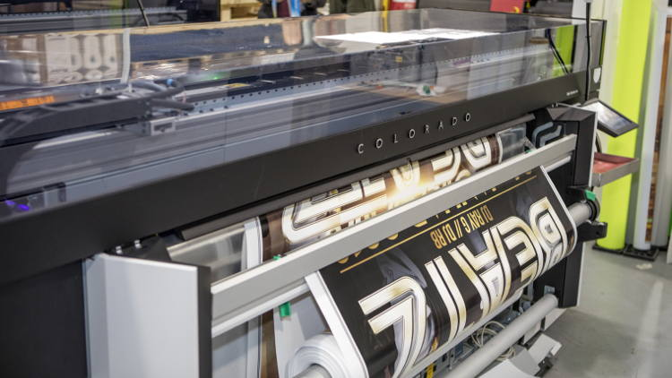 Comdatek is the first company in Germany to use the innovative Océ Colorado 1640 roll-to-roll printing system with its unique Canon UVgel technology to produce posters and backlit signage.