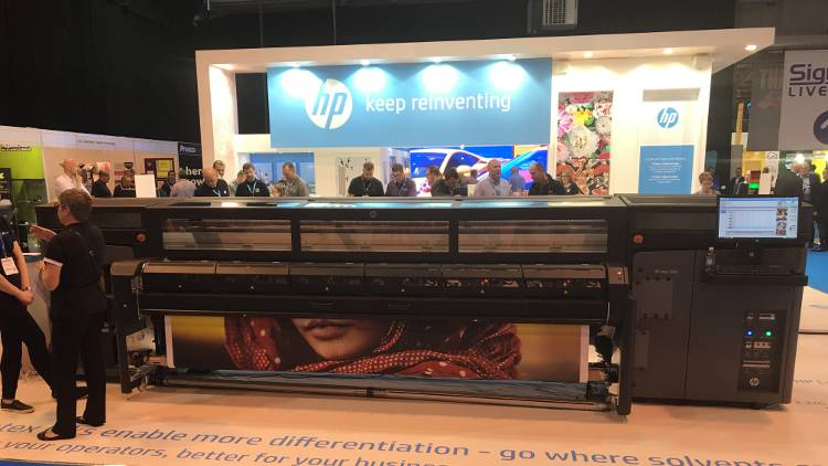 HP to debut new HP Latex R series at The Print Show 2018.
