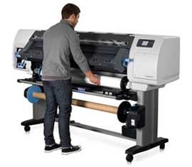 HP Designjet L25500 latex printer with operator