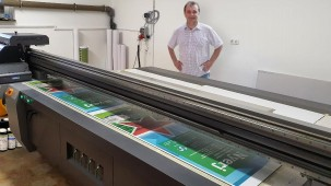 R+R Ltd has reduced the delivery time of its poster products from a week to just a matter of days since it began using Nazdar LWU770 UV LED ink on its Handtop HT3116UV.