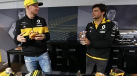 Hülkenberg and Sainz go head-to-head in Roland DG Burger Challenge.
